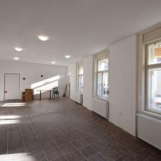 3307 - Na prenájom obchodné/kancelárske priestory v centre s možnosťou parkovania v Komárne