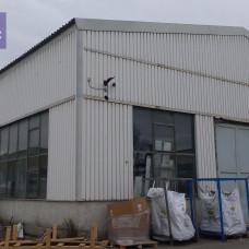 3101 - Výrobná hala v Komárne na prenájom s mostovým žeriavom