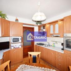 3356 - Na predaj kvalitný 3-izbový byt s garážou a loggiou na VII. sídlisku v Komárne
