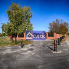 3335 - Na predaj exkluzívny rodinný dom a pozemok komerčnej občianskej vybavenosti v Komárne - 1,4 ha