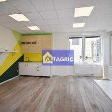 3225 - Na prenájom kancelárske priestory v administratívnej budove OPTIMA (bývalá očná klinika)