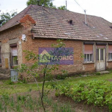 A1911 - Na predaj starší rodinný dom s pozemkom - Radvaň nad Dunajom