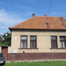 3367 - EXKLUZÍVNE na predaj tehlový rodinný dom Komárne, časť Bene