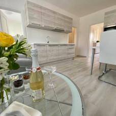 3380 -Na predaj zariadený, 2 izbový byt po kompletnej rekonštrukcii v Komárne na Ul. Košickej
