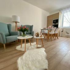 3381 - Na predaj zariadený 2 izbový byt po kompletnej rekonštrukcii v Komárne na Ul. Železničnej