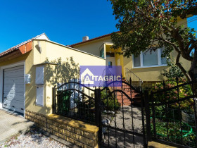 3389 Na predaj komfortný 4+2 izbový rodinný dom v Komárne