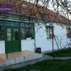 Samota s rozľahlým pozemkom na predaj pri Komárne - 20 000 m2
