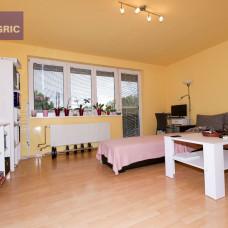 3400 Na predaj 3-izbový svojpomocný byt v Komárne, časť Ďulov Dvor - 71m2
